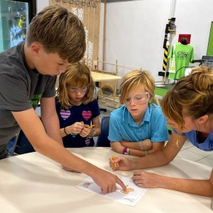 Families Joined FabLab for Hands-On Cat Condo Makers Workshop